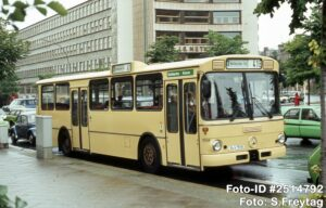 16.07.1984, In der Kreuzberger Lindenstraße ist der damals in Britz beheimatete Bus nur noch wenige Haltestellen von der Endstelle am Halleschen Tor entfernt (Foto: S.Freytag)