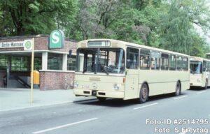 24.05.1991, nächste Station von Wagen 1558 war der mittlerweile geschlossene Hof Zehlendorf. Dieser bediente auch die Wannseer Ortslinie 67 (Foto: S.Freytag)